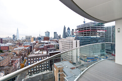 Spacious 3 Bedroom Lateral Loft Apartment in Da Vinci House, Saffron Hill, Clerkenwell, EC1