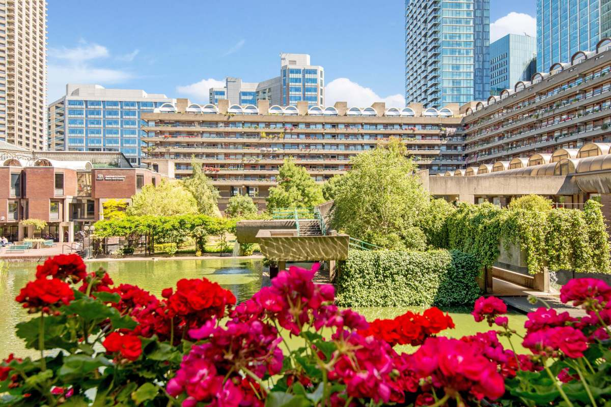 Charming one bedroom flat with spectacular views in the Barbican, EC2
