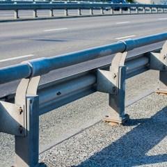 Peligro en la carretera: barreras de seguridad en mal estado