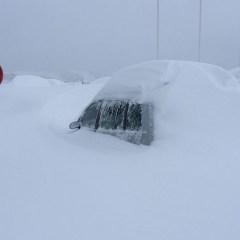 ¿Sabes qué hacer si quedas atrapado en el coche durante una nevada?