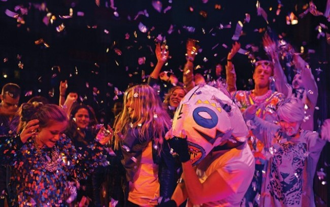 LS_Jabra_0133_partying_confetti_group (2)