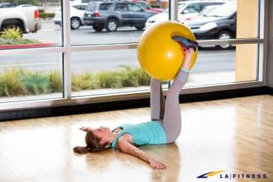 LA-Fitness-Blog-How-To-Do-A-Stability-Ball-Pendulum-1
