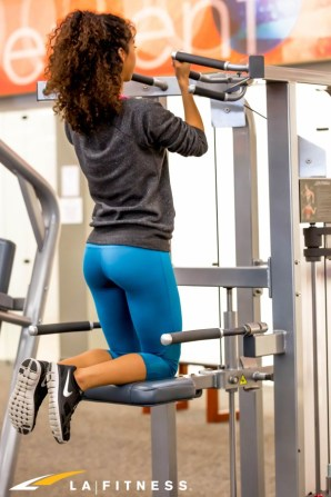 LA-Fitness-Blog-How-to-Use-The-PChin-Up-Assist-Machine-2