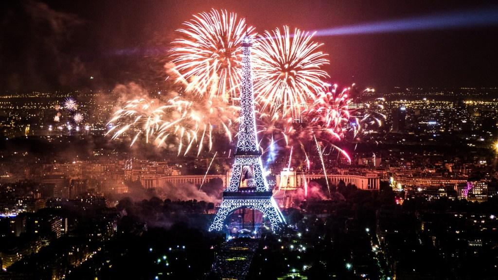 parigi capodanno fuochi d'artificio