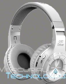 silver-headphones (1)