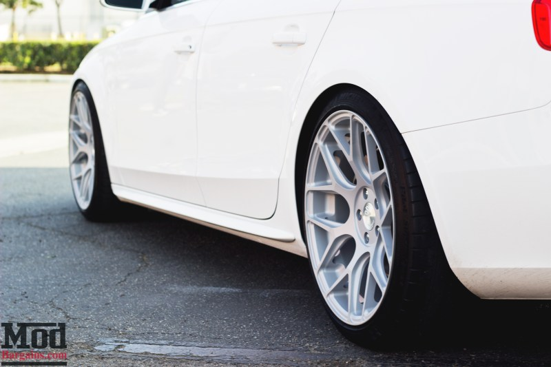 Audi-B8-A4-Avant-Garde-M590-005