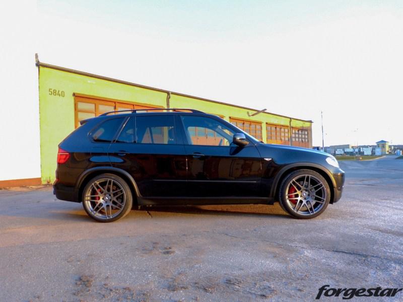 BMW_E70_X5_Forgestar_F14_GM_22x105et34_22x12et34_pirelli_KW_V3_img001