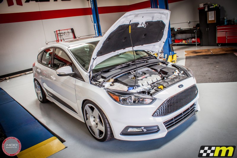 Ford_Focus_ST_2016_Mountune_MP275_Fifteen52_Tarmac_Silver (37)