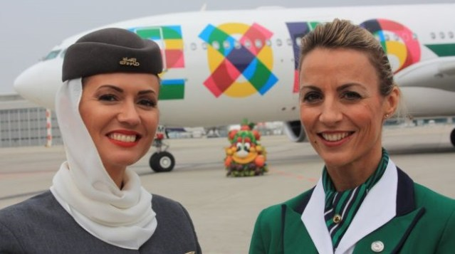 Alitalia, nuovo look per le hostess | Blog Mondoviaggi.eu