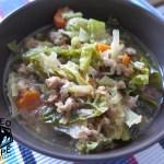 Kapustová polévka s mletým masem