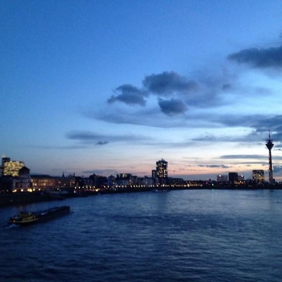 #Düsseldorf #Bluehour #NoFilter