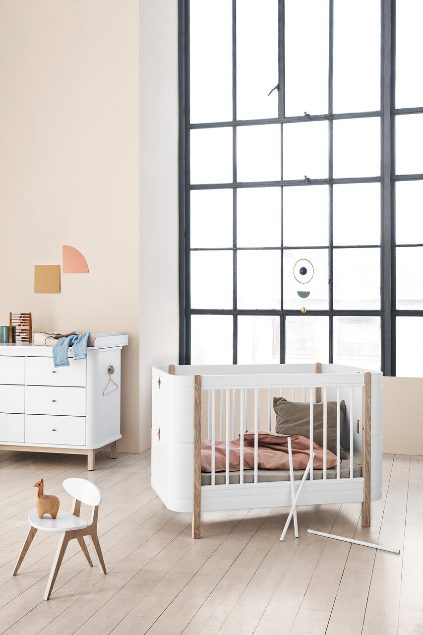 crib with removable bars