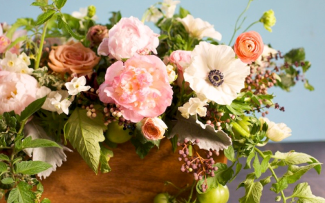 Non-Traditional Holiday Decor: A Stunning Floral Arrangement That Goes Beyond Red & Green