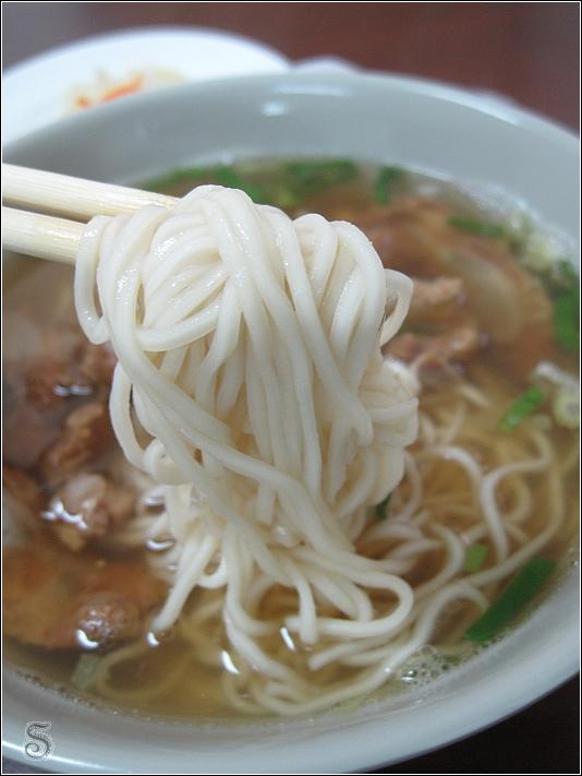 麵條蠻Q的,湯頭清淡可是吃完後嘴內偏乾