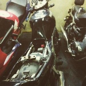 Прикуривание мотоцикла в магазине...
