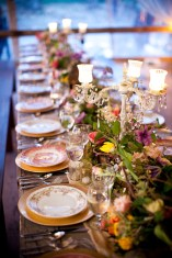 Tablescape decorated and ready for dinner. (Genevieve Leiper Photography)