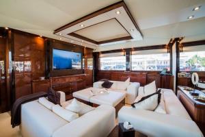 rental-Motor-boat-ISA-120feet-Miami-FL_iiH9PQ7