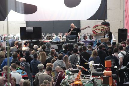 Customshow Scooter Center 2016