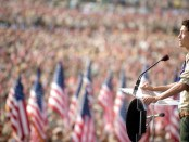 Eagle-Scout-speaking-at-2010-national-jamboree