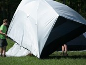 Scouts-setting-up-tent