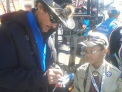 Richard-Petty-with-Cub-Scout