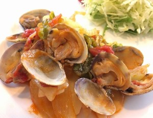 春野菜とアサリのトマトソース