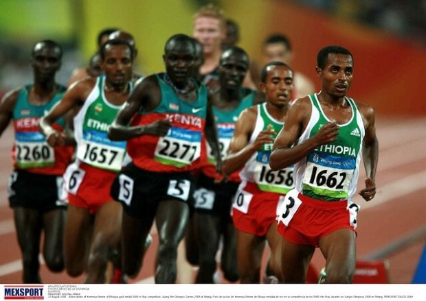Action photo of Kenenisa Bekele of Ethiopia gold medal 5000 m final competition, during the Olympics Games 2008 at Beijing. Flickr / CONADEoficial