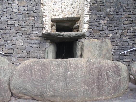 Burial Mount at Newgrange (Brú na Bóinne).