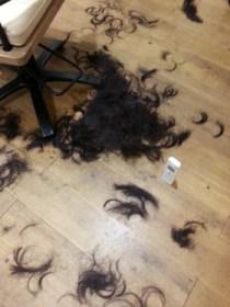 バッサリとショートヘア
