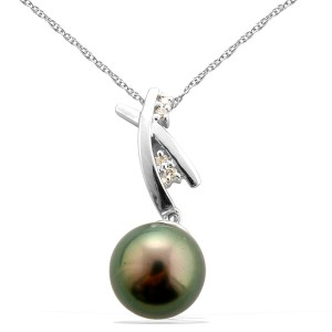 Classic Tahitian and diamond pearl necklace