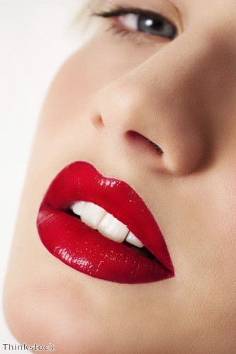 Get a glamorous look with diamonds and red lips