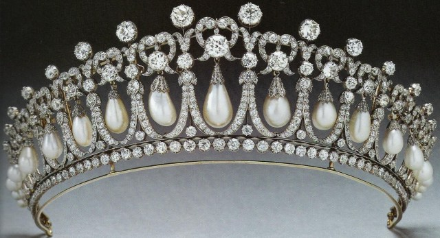 Cambridge Lovers' Knot Tiara (1913) by E. Wolff & Co. for Garrard for Queen Mary 1