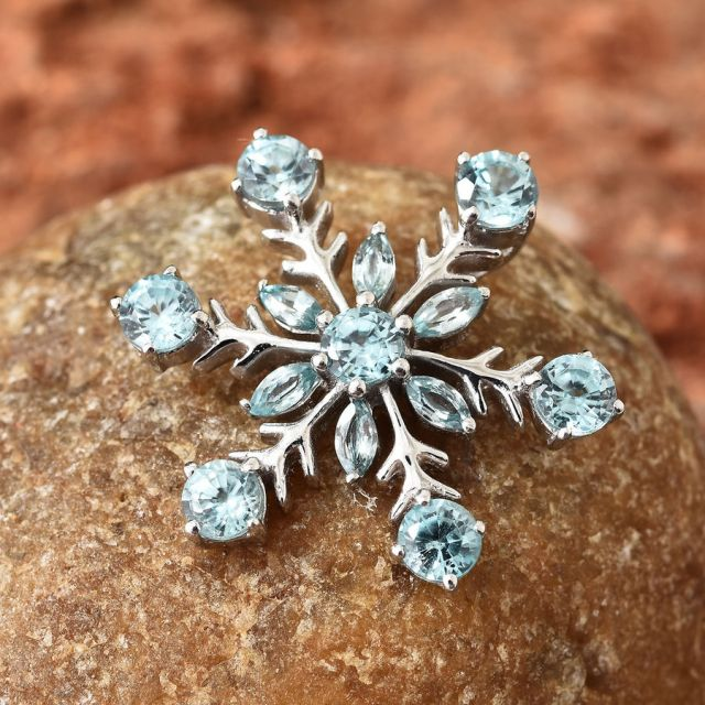 winter essentials snowflake pendant
