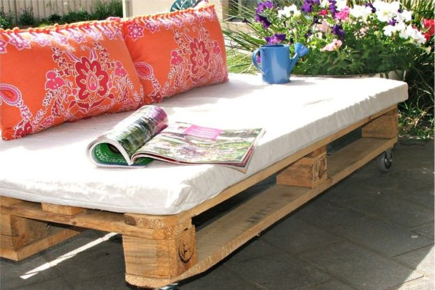 pallet-furniture-1600x1262-hallway-happenings-pallets-become-outdoor-furniture-urumix.com