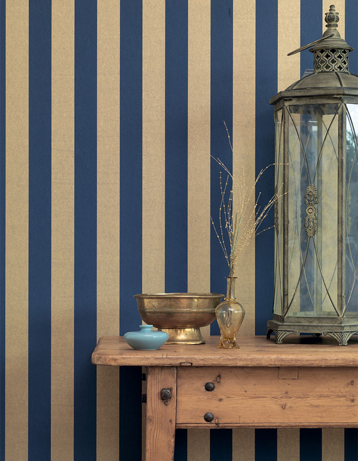We love the timeless elegance of this royal blue and gold striped wallpaper