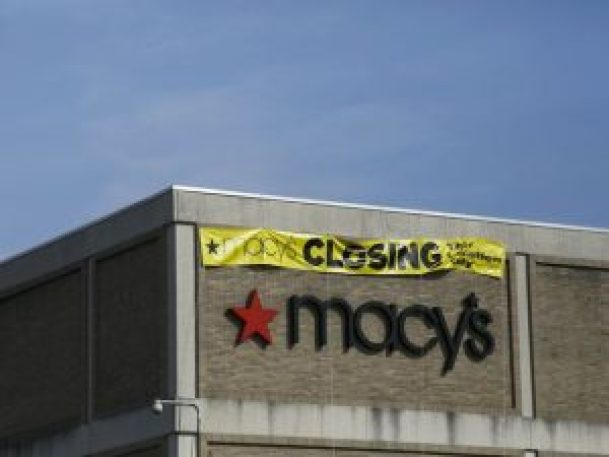 http://www.app.com/story/money/business/consumer/2016/08/11/macys-close-100-stores/88556932/