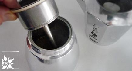 filter-einsetzten-bialetti-moka-express