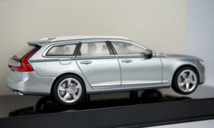 volvo-v90-modellbil-00-700x419