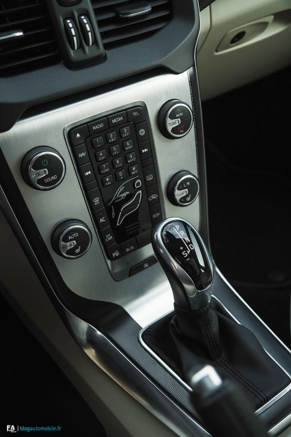 Essai Volvo V40 Cross Country Console centrale