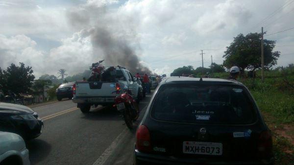 Interidição da BR 406 em Massaranduba (Foto:Nelson Câmara)