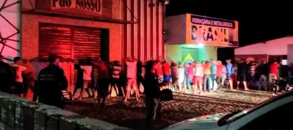 Polícia faz abordagens após confusão em racha na BR 406 (foto: facebook)