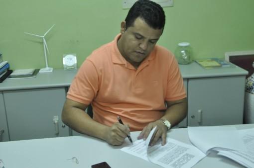 Visando reduzir gastos, prefeito Hélio  reduz horário de expedietne nas respartições públicas