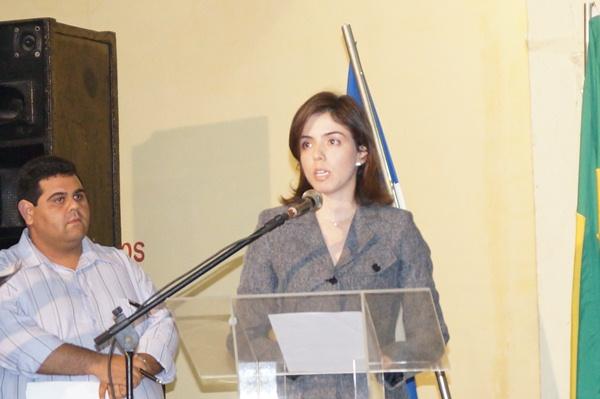 Juíza Andrea Cabral determinou retirada de peças em perfis do Facebook