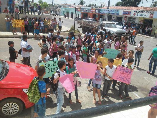 Resultado de imagem para Pureza: Estudantes protestam e cobram merenda de qualidade