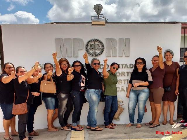 Professores vão ao Ministério Público denunciar atraso no pagamento do salário