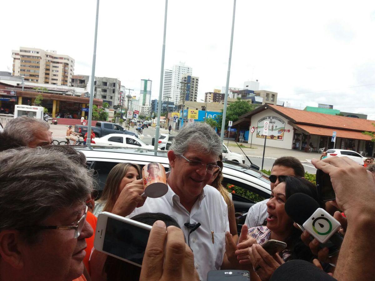 BASTIDORES: Ricardo comemora aniversário com festa para amigos na Granja Santana