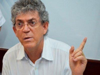 Bastidores: Ao cumprimentar governador, prefeito ouve cobranças de Ricardo Coutinho