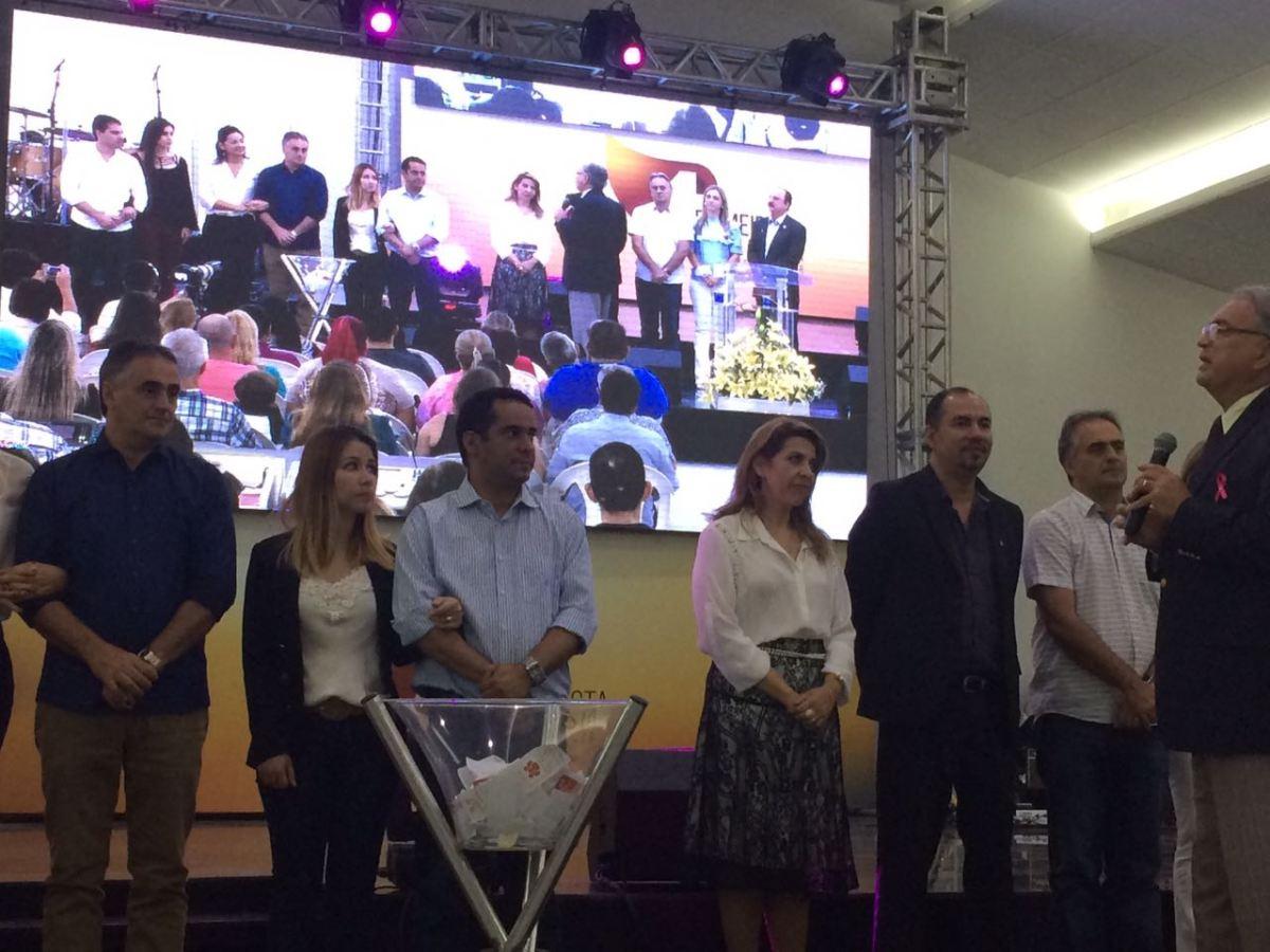 Pastor reúne Luciano Cartaxo e bancada evangélica na CMJP em culto e pede união