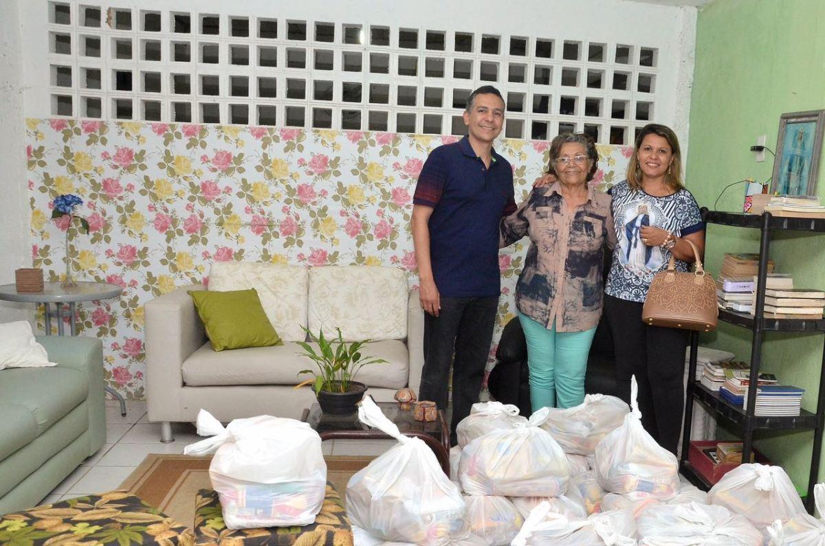 Conforme anunciado na posse, primeira-dama de Santa Rita doa salário a entidades