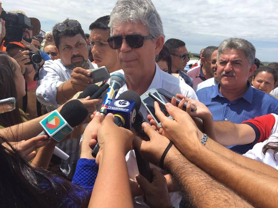 Governador concede entrevista coletiva para falar sobre fim do racionamento em CG